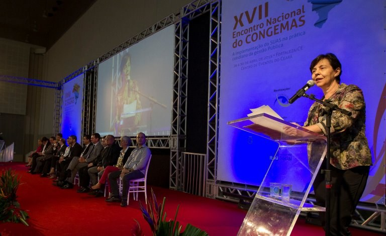 A ministra Tereza Campello participa do XVII Encontro Nacional do Congemas